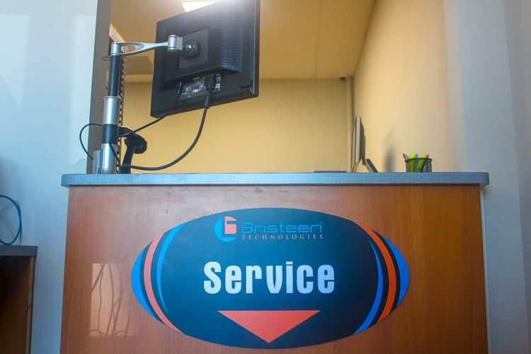 Bristeeri Tech Computer Repair Service Desk at the front of their building